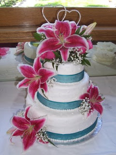 Cake concepts by cathy fresh vs silk flowers on wedding cakes silk flowers on wedding cakes junglespirit Gallery