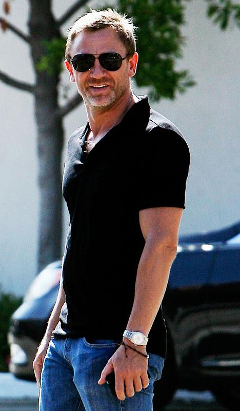Daniel Craig wearing a Rolex