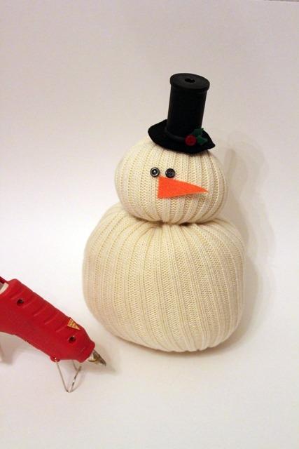 Снеговик из свитера своими руками