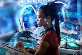 Zoe Saldana, la oficial de comunicaciones Uhura