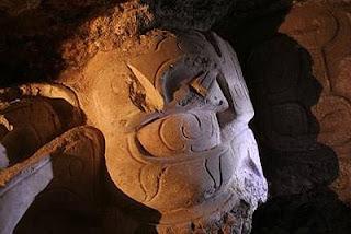Descubren un mascarón maya anterior al año 600
