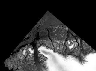 Grandes bloques de hielo del Ártico que se adentran en el estrecho de Nares se aprecian en esta imagen, tomada en diciembre de 2007, por el radar del satélite europeo 'Envisat- ESA
