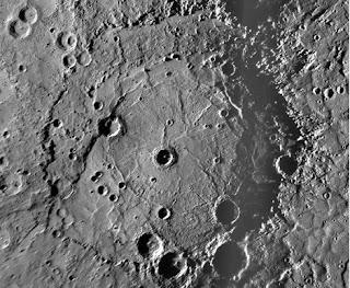 El cráter Rembrandt de Mercurio, captado por la nave Messenger. NASA