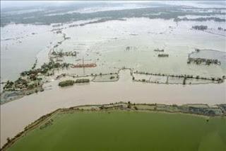 Más de 200 muertos deja el ciclón Aila en Bangladesh e India