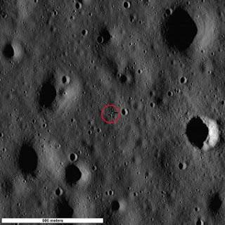 La zona señalada muestra el módulo del Apollo 11 y la sombra que proyecta. NASA