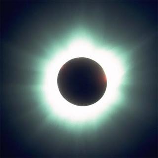 Millones de asiáticos contemplan el mayor eclipse solar del siglo