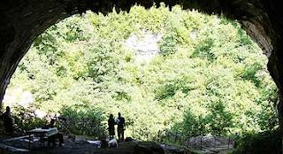 Entrada de la cueva donde han sido hallados los tejidos. Foto: SCIENCE / AAAS