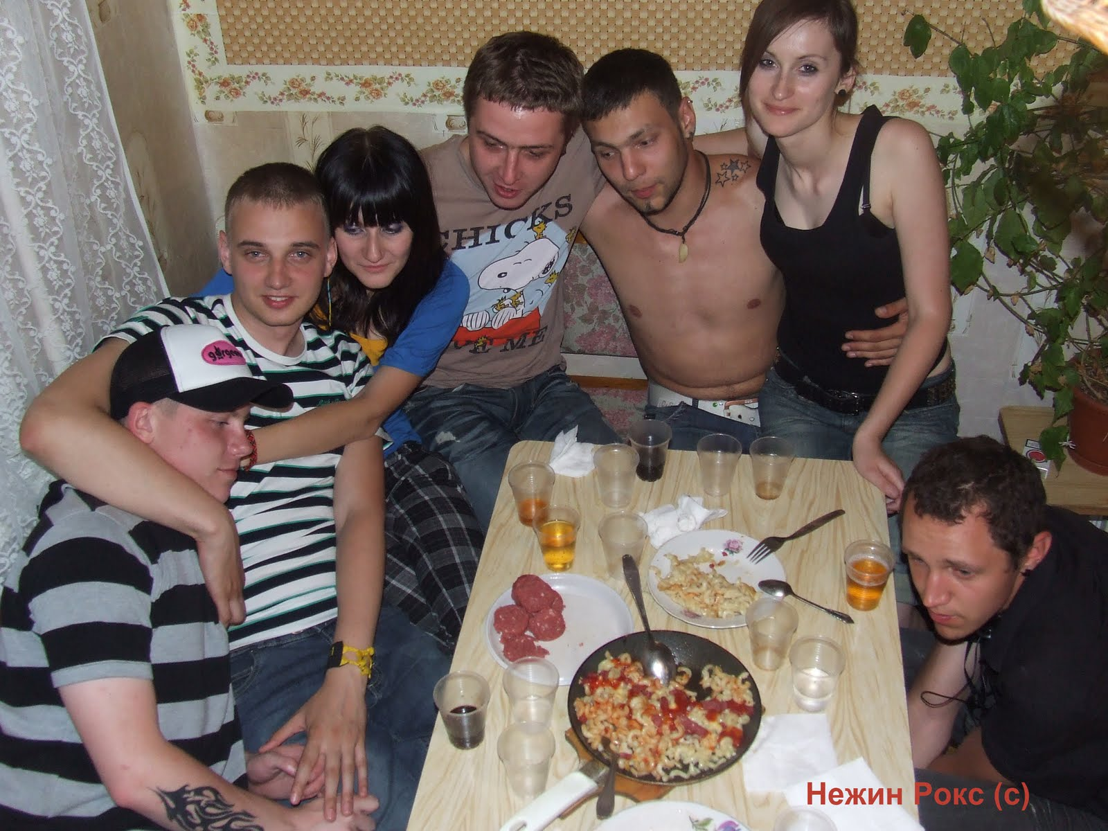 Пьяные девочки показывают писи 13 фотография