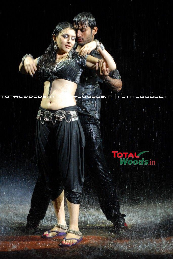 Telugu heroine talk of town in Tamil!