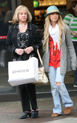 Ashley Tisdale compras