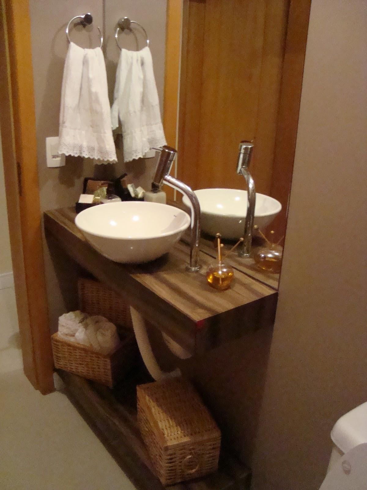 Cá e a Casa: E os banheiros também querem ficar nos trinques pro  #C59B06 1200 1600