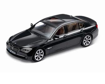 BMW 750i Titanium Silver miniature