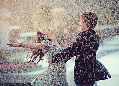 Cuando vengan tiempos de tomenta no te hundas, aprende a bailar bajo la lluvia