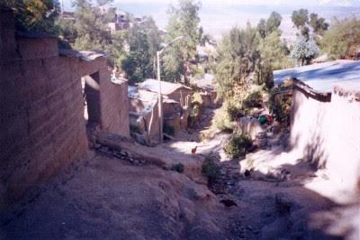 Erosión constante de la quebrada San Martín. Generación de acarreo de sedimentos. Punto de situación alarmante. Fuente: Mapa de Peligros de la ciudad de Ayacucho. INDECI