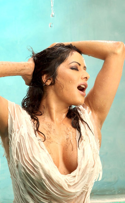 Wet Poonam Looking Hot