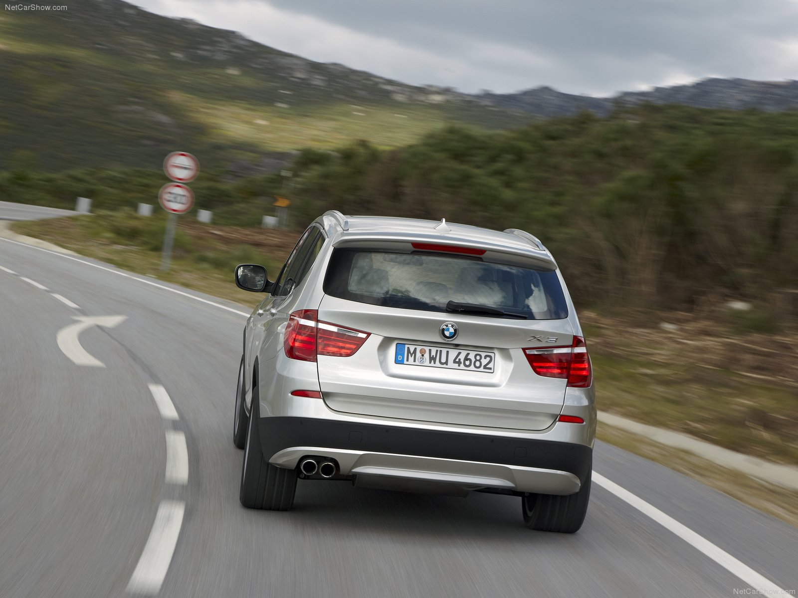 2011 bmw x3 specifications and features. Black Bedroom Furniture Sets. Home Design Ideas