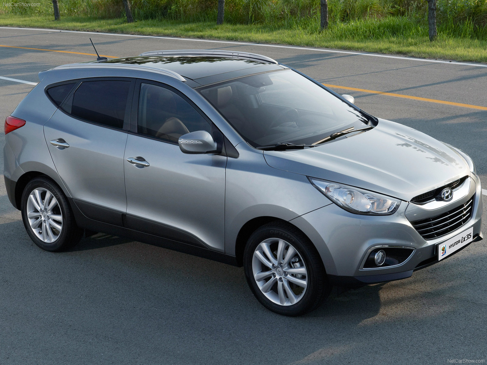 The price of new Hyundai Tucson ix35 is expected to be around Rs. 19