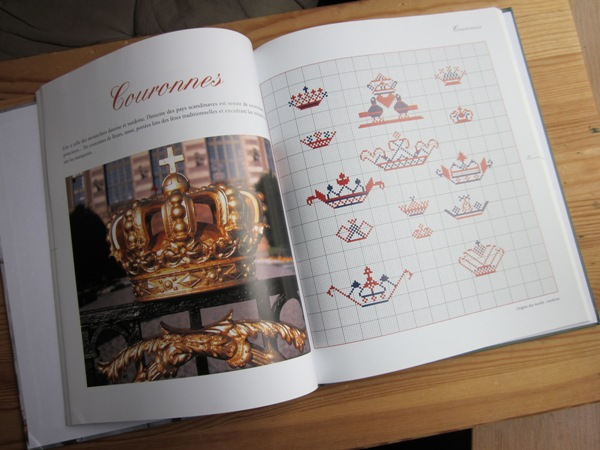 Adventures in stitching scandinavian motifs and samplers Motifs scandinaves traditionnels