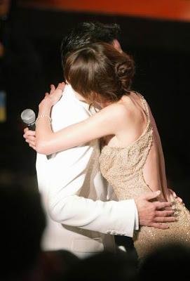 美女總裁 擁抱 - 規定:每天與美女總裁擁抱