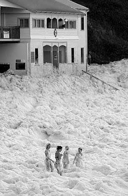 澳大利亞 泡沫波浪 - 澳大利亞海灘岸邊波浪變泡沫