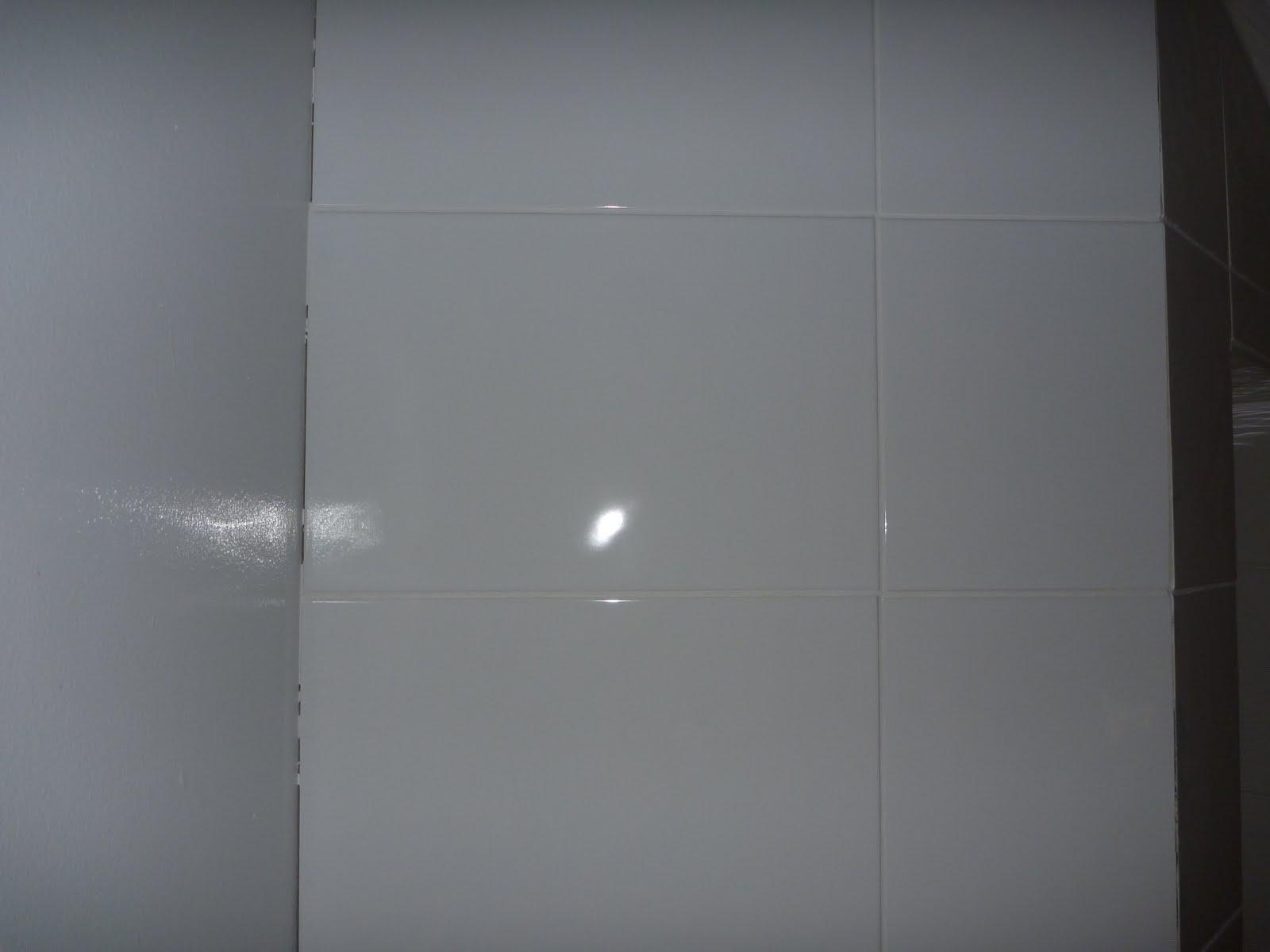 hvite fuger på bad