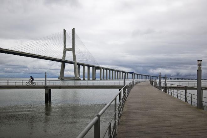 Pontes, passagens, passeios, a pé ou a pedalar - Parque Expo, Lisboa