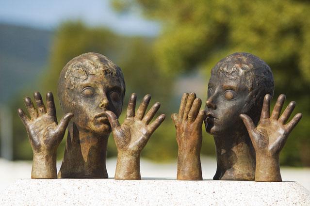 Gestos e olhares talhados na pedra - Vila Nova de Cerveira, Minho