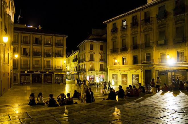 Ponto de Encontro - Praça da Catedral, Granada, numa noite quente de Verão