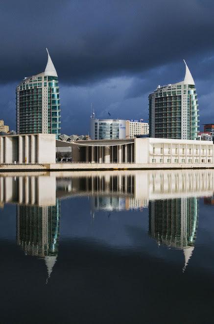 Reflexo de uma tempestade anunciada - Parque Expo, Lisboa