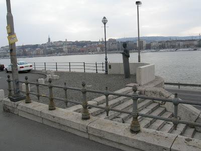 Budapest,  XIII. kerület, Szechenyi rakpart, Markó utca, Bibó István szobra, szobra, szobor, statue, denkmal, emlékmű