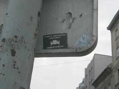 street art,  Budapest, matrica, homofóbia, homophobia, Reklám, blog,   belváros, Budapest, képek, blog, gay, meleg, sticker, stickers, RAW, Aufkleber, Rosa Antifa Wien, Bécs, anarchisták, Ausztria, Österreich, anarchizmus, anarchism