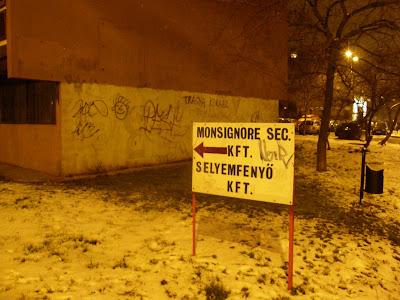 street art, illegális reklám, Budapest,  blog, Hungary,  street art, MONSIGNORE Security Kft. 1203 Budapest, Helsinki út 4. biztonságtechnika, személy- és vagyonvédelem, objektumvédelem, pénz- és értékszállítás, személyvédelem, rendezvénybiztosítás