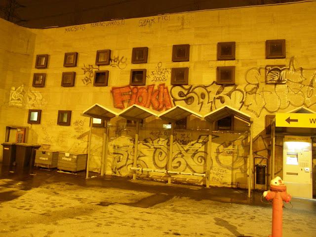 Fióka, Sak, street art, vandalizmus, falfirka, graffiti, Budapest, Magyarország, Hungary, art, Újpest-Városkapu, metróállomás, metró