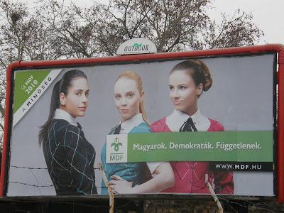 MDF, Magyar Demokrata Fórum, kampány, plakátok, lányok,  lány, három lány, szavazás, szexi, szex, csajok, bulák, puncik, választás, válasszon, óriásplakát, billboard, párt, pártok, reklám, street-art, public art, blog, Budapest, Dávid Ibolya, Kalapos, választási kampány, óriásplakátok, 3 lány, lányokkal hirdet