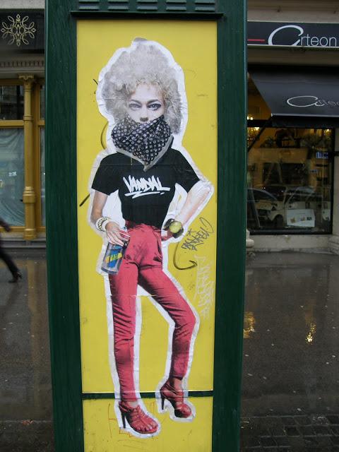 Budapest, blog,  Andrássy út,  VI. kerület,  vandálkodás,  street-art,  telefonfülke,  public art