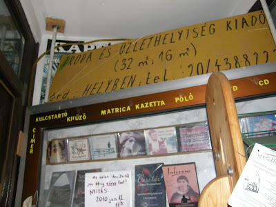 Cím: 1034 Budapest, Bécsi út 99. - Tel.: 240-1312 - E-mail: bolt@erdelyert.hu © 2003-2010, Erdelyert.hu. Budapest,  III. kerület,  Óbuda, Bécsi út, könyvesbolt, Erdély, csőd, válság, blog, Buda