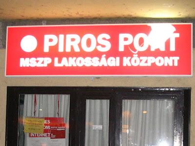 atrocitás, Gyurcsány, komcsi, kommer, kommunista, MSZP, Budapest, szoci, szocialista, Ferencváros, IX. kerület, IX., MSZP iroda, dobálás, rongálás, vandaizmus