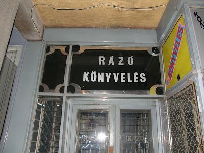 Rázó könyvelés, VIII. kerület, Budapest, Üllői út, kép, fotó,  photo