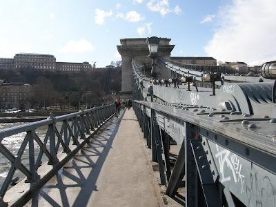 Budapest, Lánchíd, Széchenyi híd,  Magyarország, matrica, firka, street art