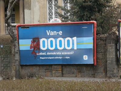 SZDSZ,  Szabad Demokraták Szövetsége, Szilágyi Erzsébet fasor, Budapest, Magyarország, Hungary, Buda, politika, firka, rongálás