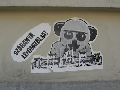 Szőranya lerombolja, Parlament, Országház
