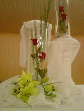 Arreglos florales con pilares romanos