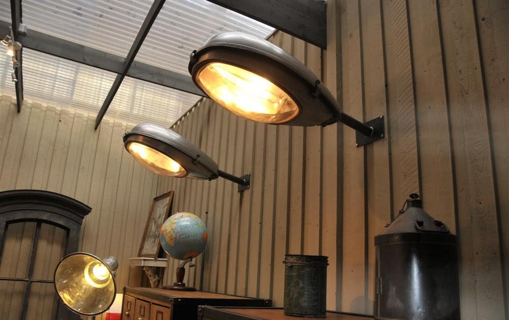 le grenier brocante industrielle lampe d 39 clairage public. Black Bedroom Furniture Sets. Home Design Ideas