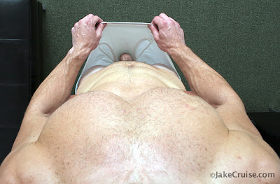 gaydreamblog gay guy Mike Roberts with beard from Jake Cruise is jerking off and in underwear
