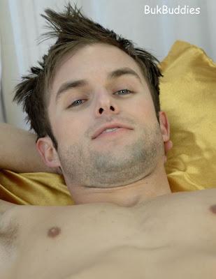 gaydreamblog gay hot sexy hunk man bukbuddies strips naked