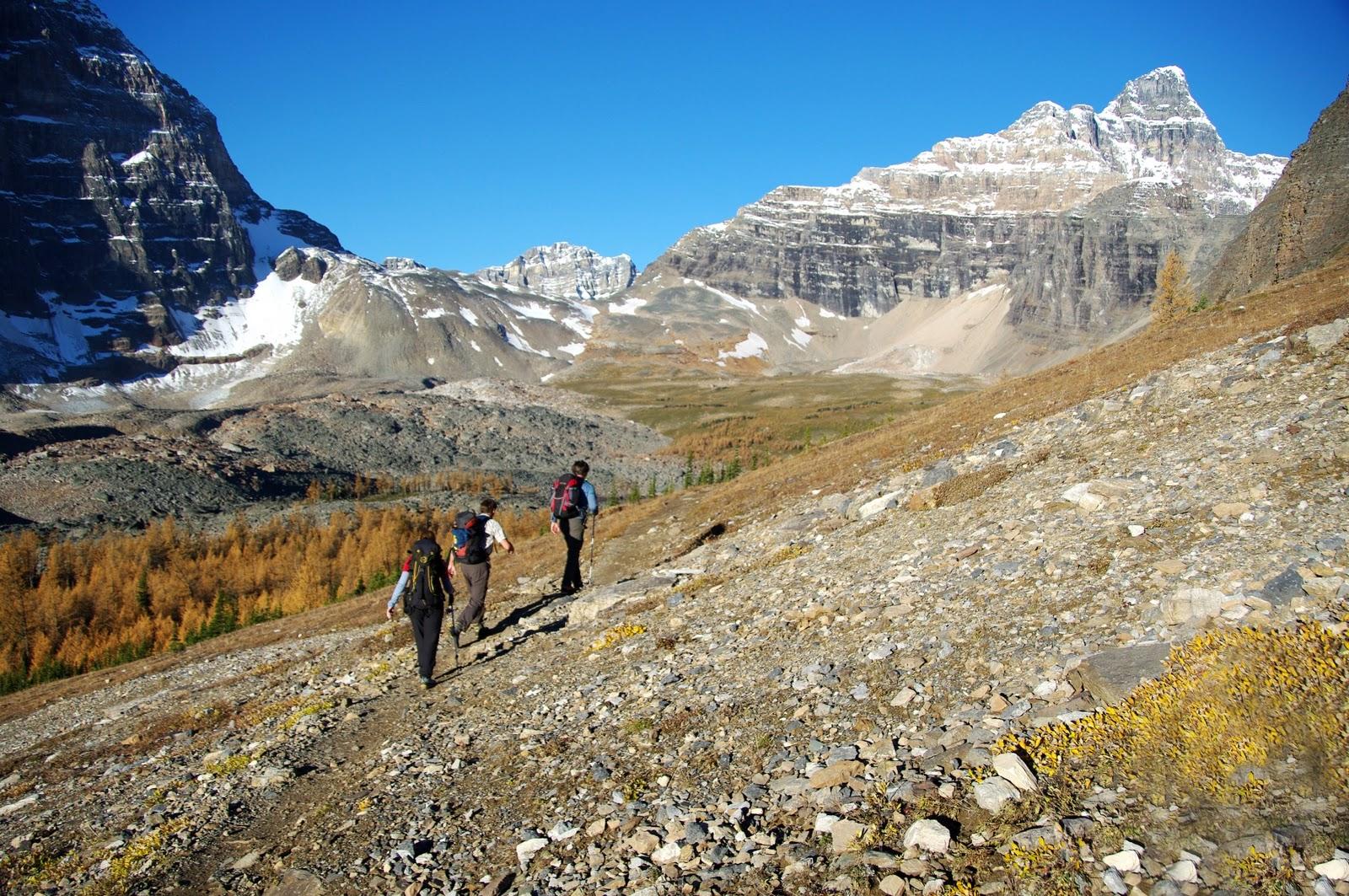 http://2.bp.blogspot.com/_DDxVPezKDMo/TKjkRDrGZAI/AAAAAAAAEKg/CyzWbmnGpJU/s1600/9637+strolling+into+the+valley.jpg