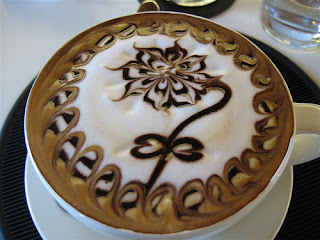 latte çiçek kalp şekli