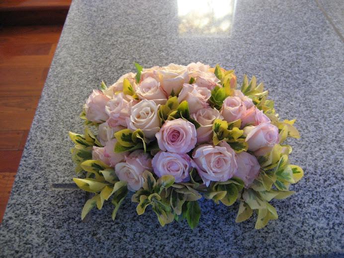 cetro de mesa en rosas rosas