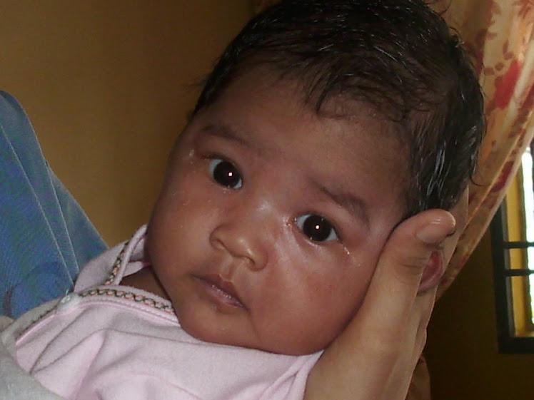 Nur Darwisya Damia 1 month on 6/9/09 (4.7kg)
