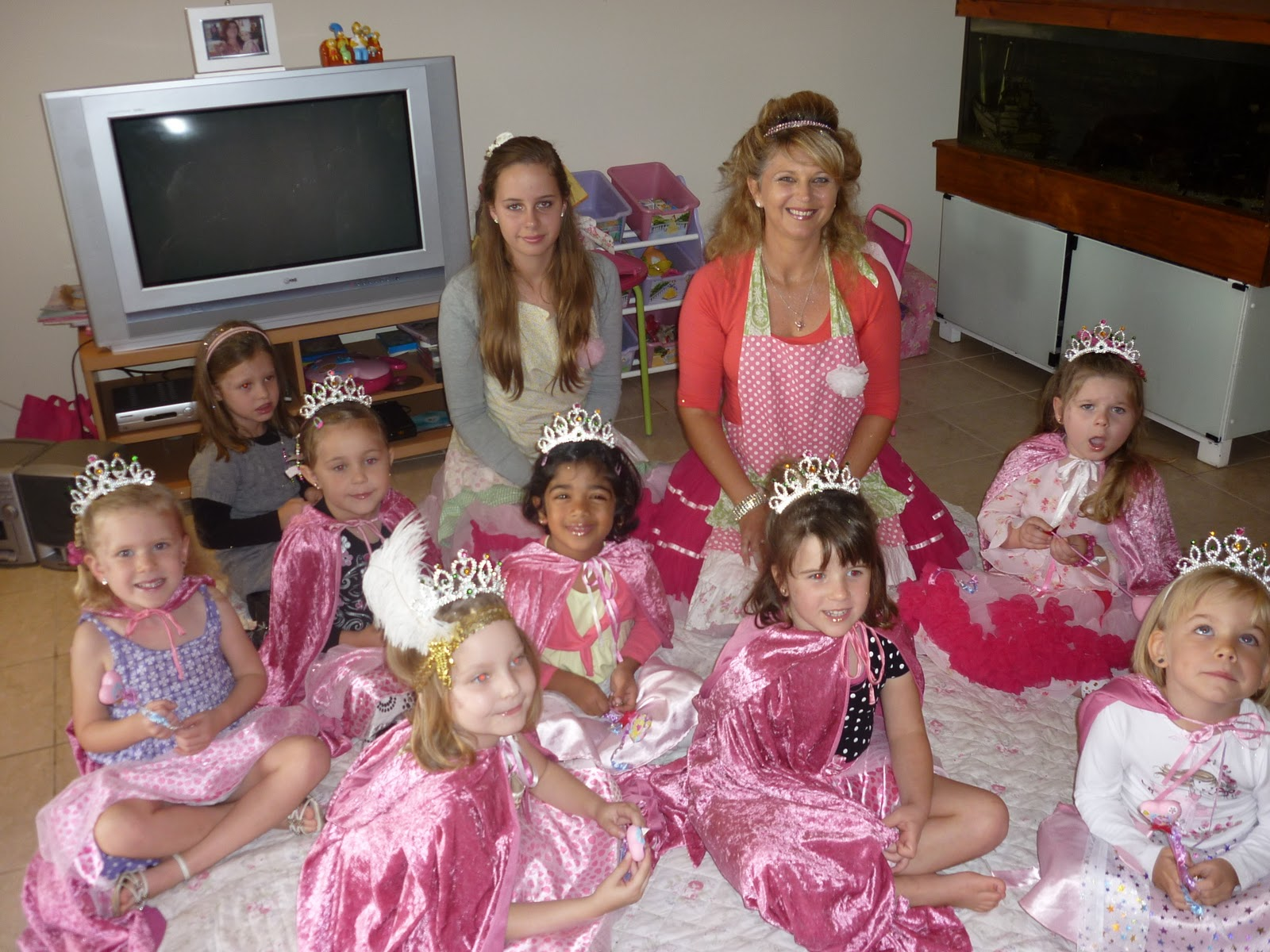 one mummy 39 s musings isabella 39 s 4th birthday princess tea party. Black Bedroom Furniture Sets. Home Design Ideas